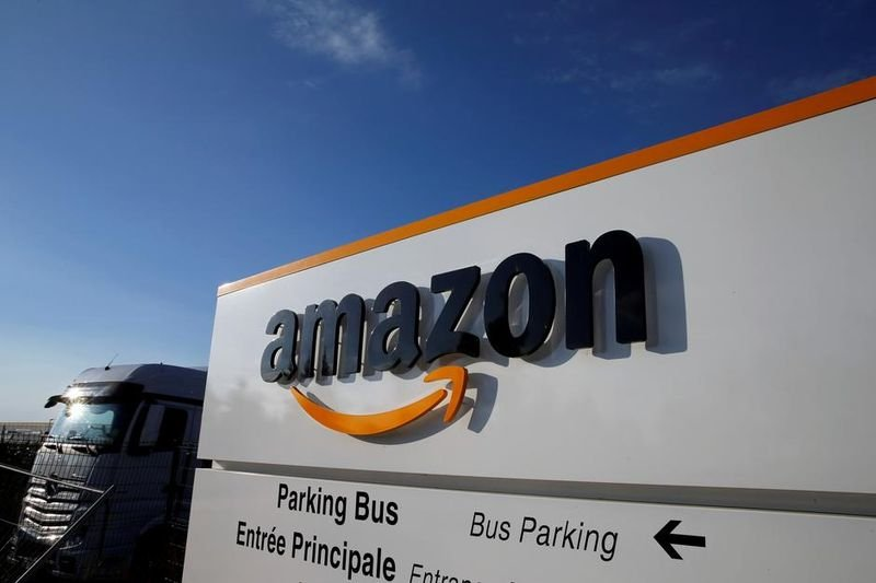 amazon aquires 10% future retail